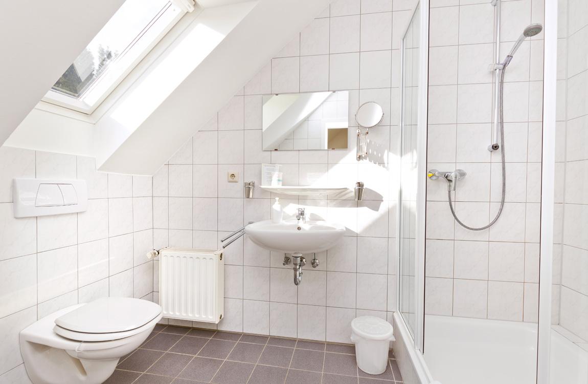 De witte kamer herzlich willkommen auf dem drostenhof in haldern - Witte kamer en fushia ...